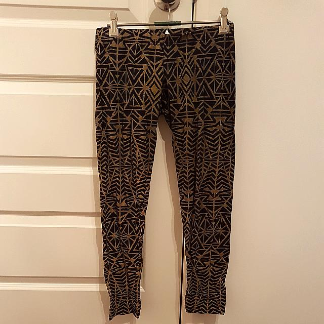 Size 10 Aztec Patterened Leggings Tights