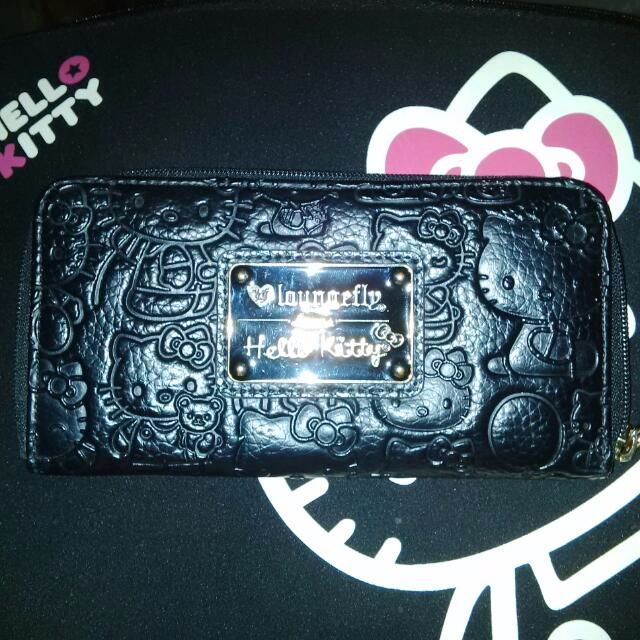 HELLO KITTY!! Auth Laungefly Emboss Wallet