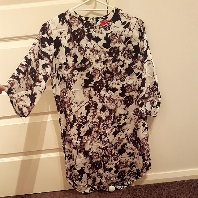 Size 12 Long Sleeve Dark Floral Shift Dress