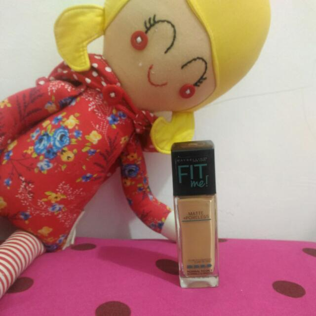 Maybelline Fit Me! Foundation 220