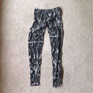 3 Black And White Patterned Leggings