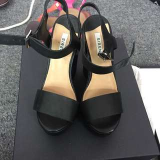 Sirene Shoes Size 5