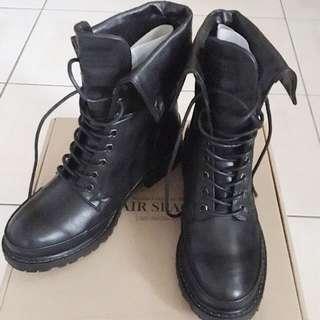 (全新)air space 黑色綁帶軍靴 馬丁