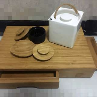 茗茶茶具用品 白瓷茶壺 茶杯 木製枱 有木紋 日式