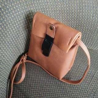 tas selempang kecil