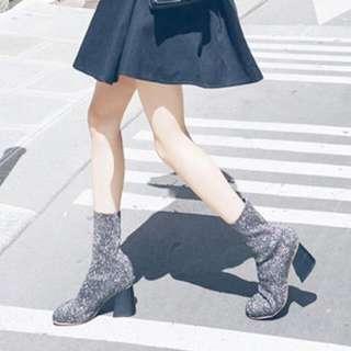 一上架就搶購一空 Zara襪靴