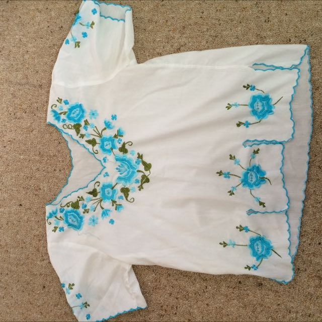 70's Vintage Embroidered Top