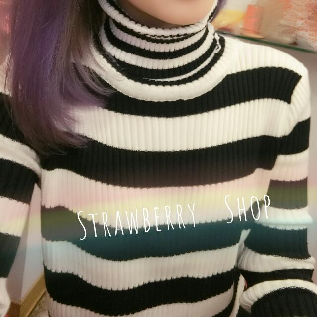 🎀韓版中短版高領針織衣黑白線條,顯瘦超美(現貨)