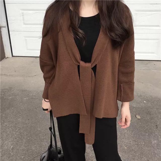 綁帶設計厚針織罩衫 咖啡色