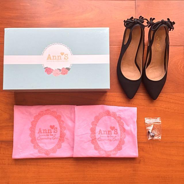 (免運)【Ann's】後綴蝴蝶結流蘇簍空尖頭跟鞋-黑色34號 #五百元好女鞋