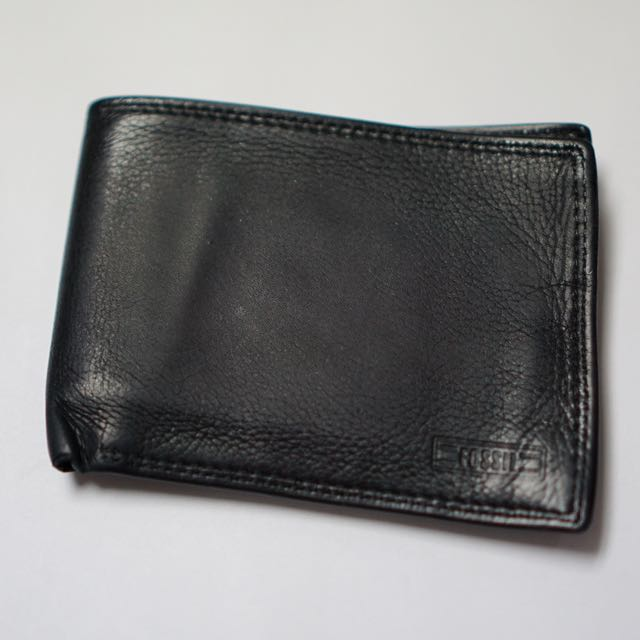 Authentic Men's Fossil Bi-Fold Wallet