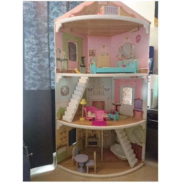 DOLL HOUSE / BARBIE HOUSE