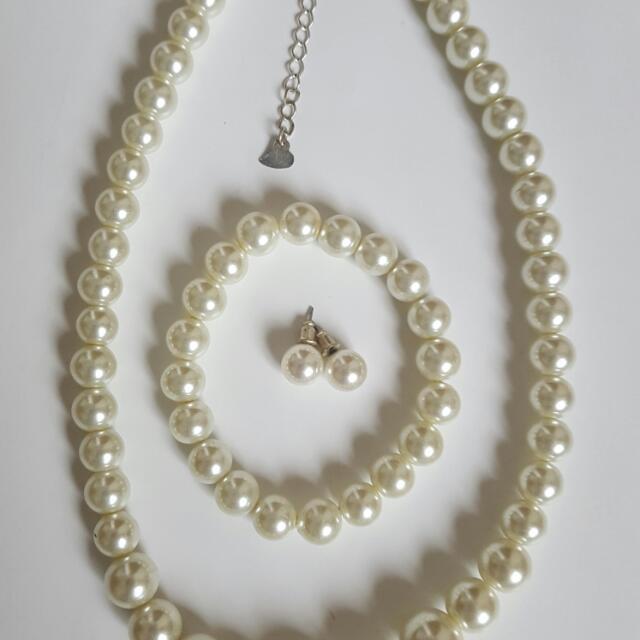Fake Pearl Set