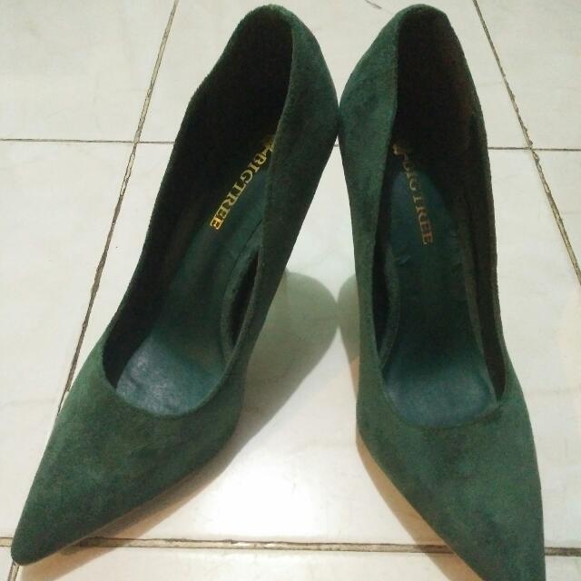 heels hijau