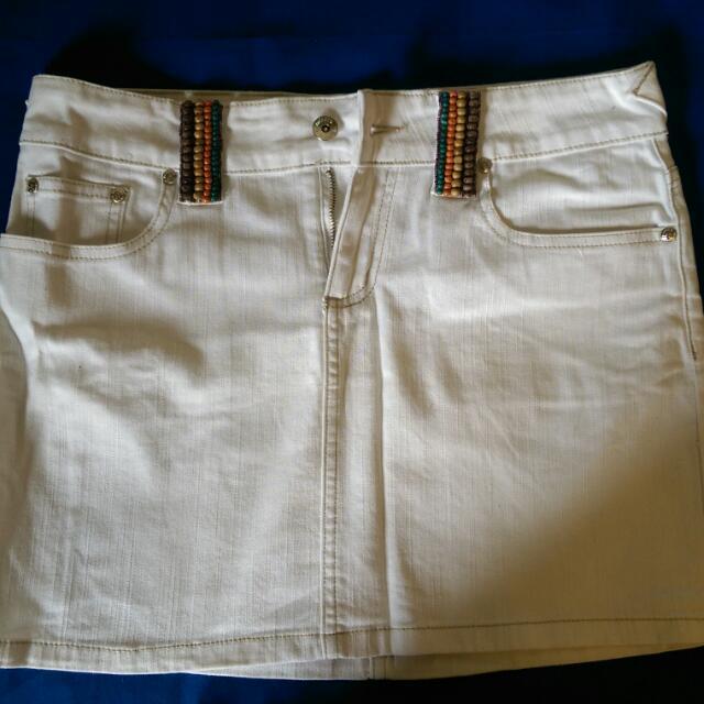 Kamiseta White Skirt