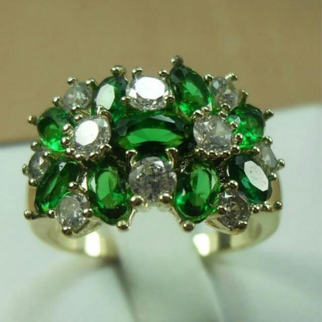 Natural 6.69ct Emerald AAA Quality. 14k Yellow Gold Stamped Band.