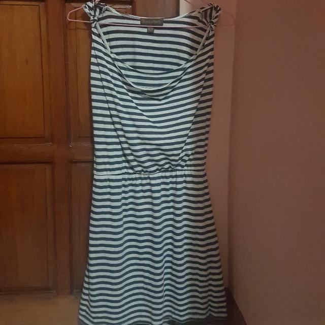Plains & Prints Casual Sleeveless Dress