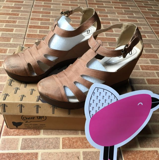 Preloved UP Wedges (by Diana Rikasari)