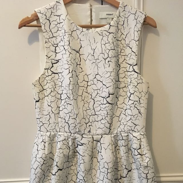 Size L Cameo Puffy Dress