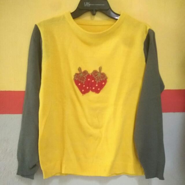 Sweater Rajut Strowberry