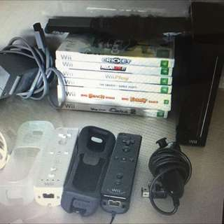 Nintendo Wii + 2 Controllers & 7 Games