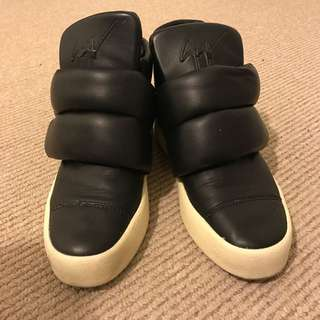 GZ Black Leather Padded London Lounge Sneakers - Size 41