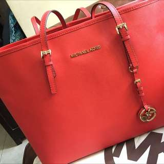 Fast Deal 130-Authentic Michael Kors Saffiano Tote