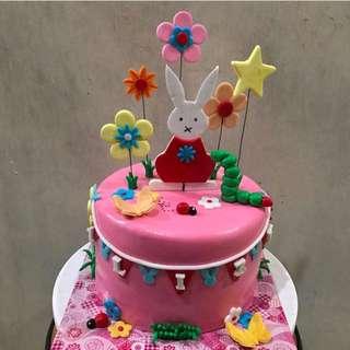 Customized Cakes & Cupcakes