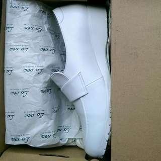 [特價]25.5 全白鞋 MIT 近新