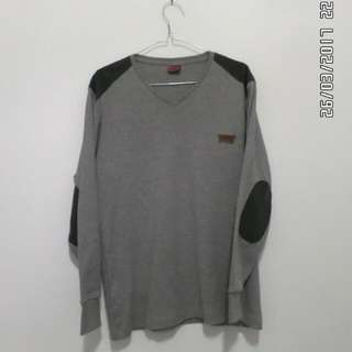 Levis - grey sweater