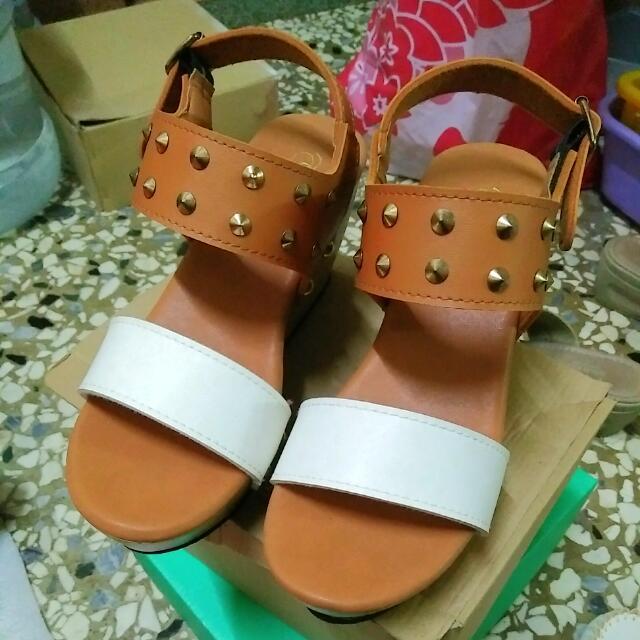 全新涼鞋,23.5高楔形