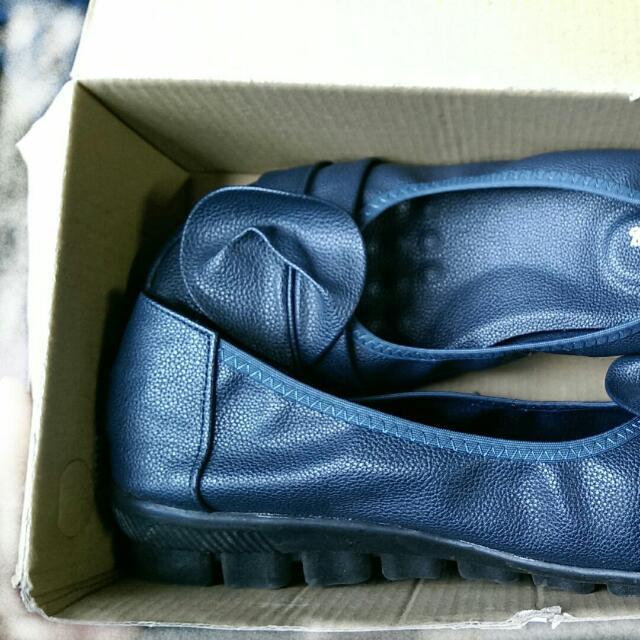 [降價轉賣]25 / 40 軟底 低跟 深藍包鞋