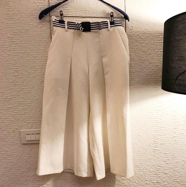 白色寬腿5分褲
