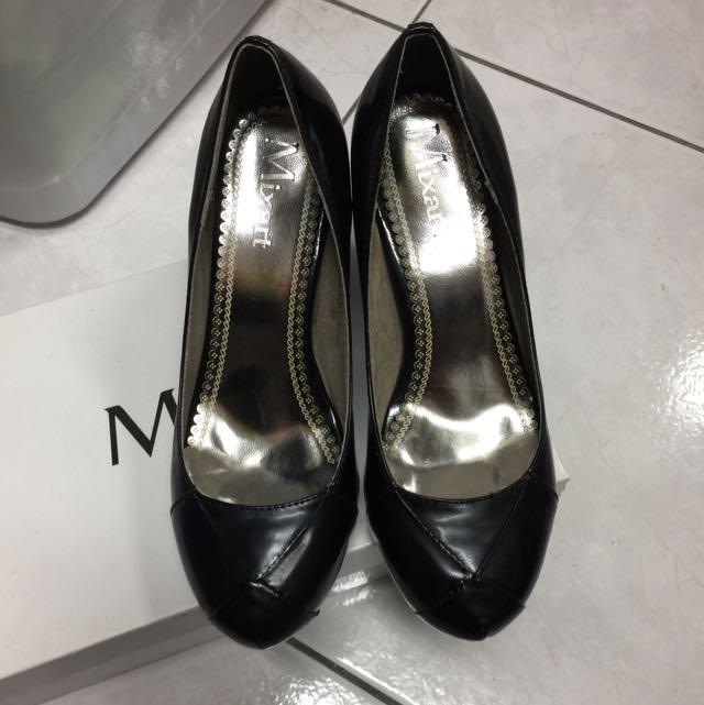 「小腳女孩看過來」黑色格紋高跟鞋
