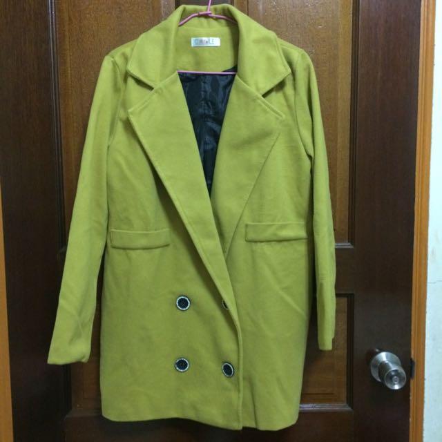 芥黃色大衣