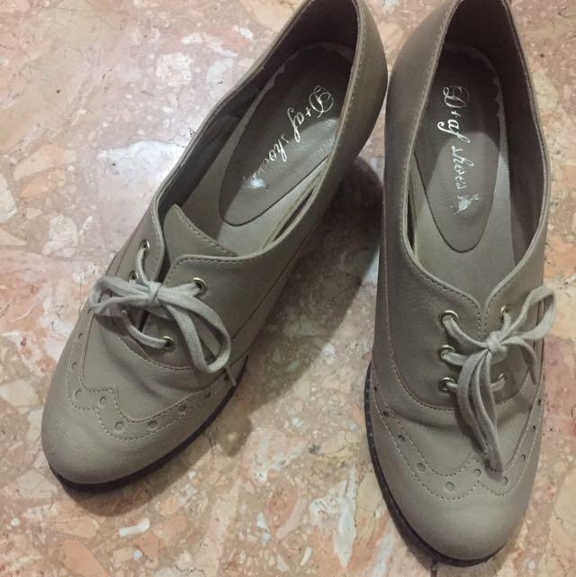 裸色牛津貓跟鞋