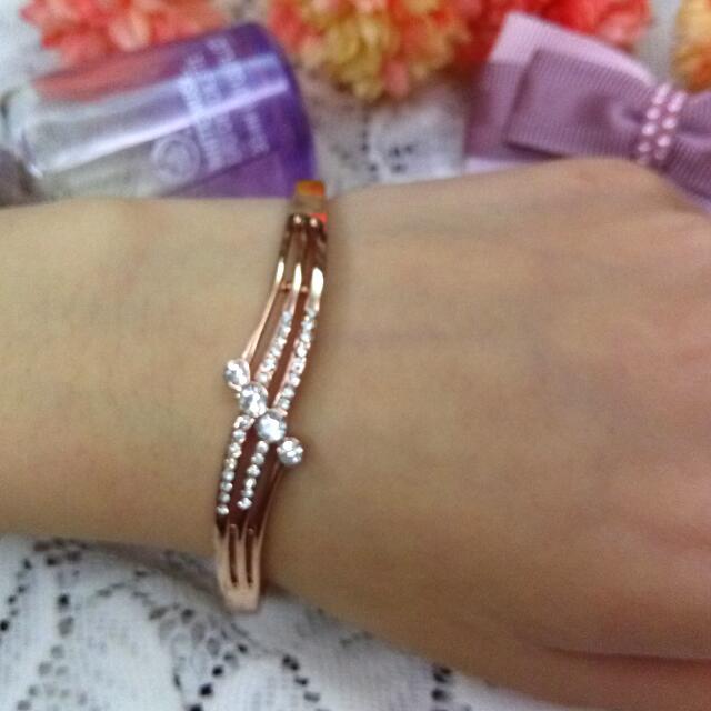 )¤手環特價~ 水鑽採用 Swaloski 1.銀白色交叉水鑽硬手環(橢圓型) 內徑: 5.7cm