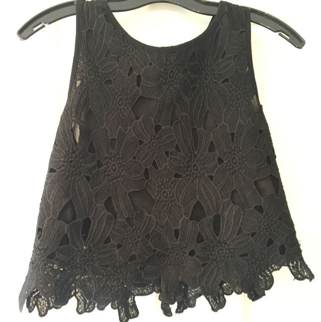 Cropped Flowers Lace Top