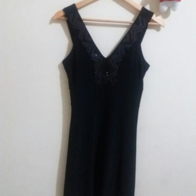 Dress Hitam ARITHALIA