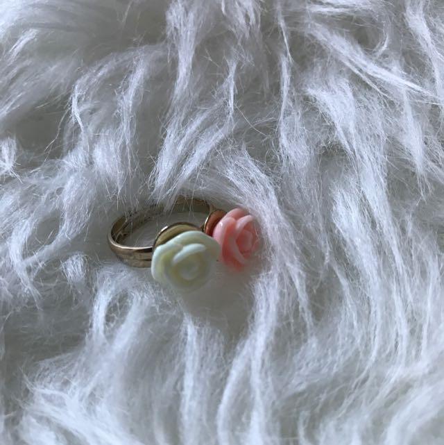 Elegant Roses Pair Rings (Light Pink & White)