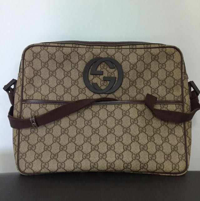 0ad9b399e07c Gucci Laptop/Messenger Bag, Luxury, Accessories on Carousell