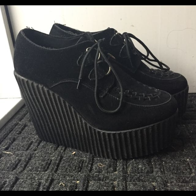 Lipstik Creeper Wedges