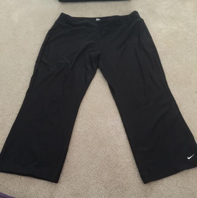 Nike XL Women's 3/4 Length Workout Pants