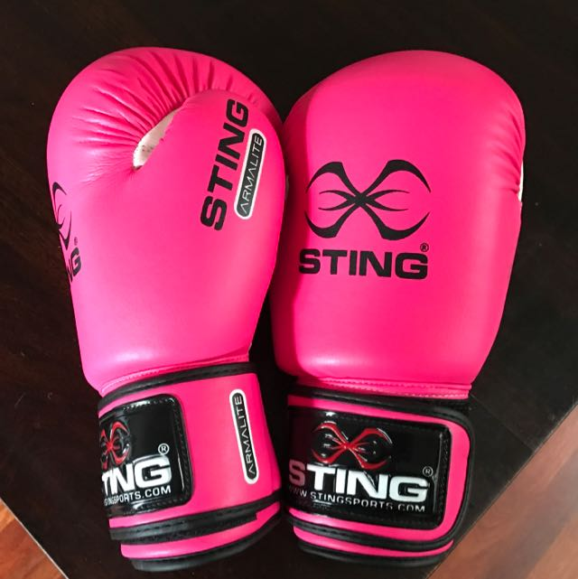 Sting Armalite, 10oz Boxing Gloves