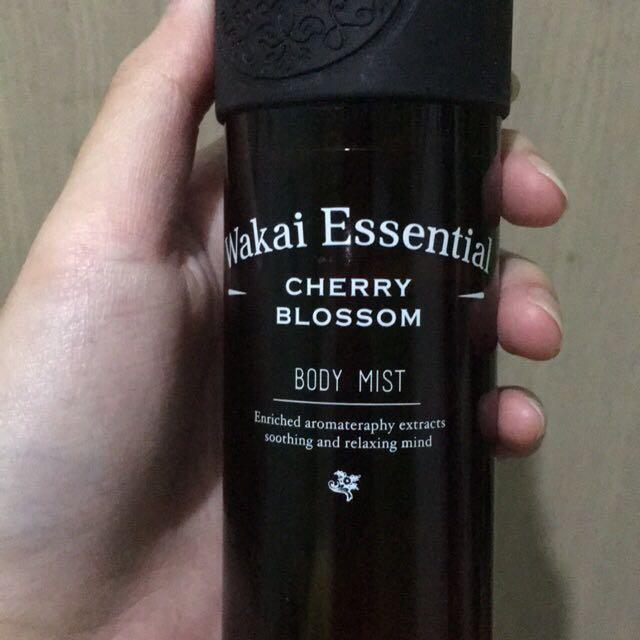 Wakai Essential Cherry Blossom Body Mist