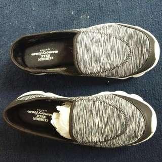Aurora memory foam sneakers size 9