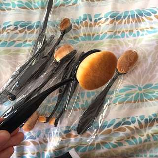 Oval / Toothbrush Makeup Brushes