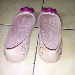 Sepatu Crocs Warna Pink
