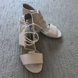 Spurr Size 6 Lace Up Heels