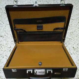 Vintage 70s Leather Document briefcase